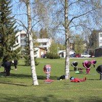 """Uudistuneesta Räikänpuistosta löytyy muun muassa keppihevosrata – """"En ihmettelisi, vaikka rata vetäisi tänne harrastajia naapurikaupungeistakin"""""""