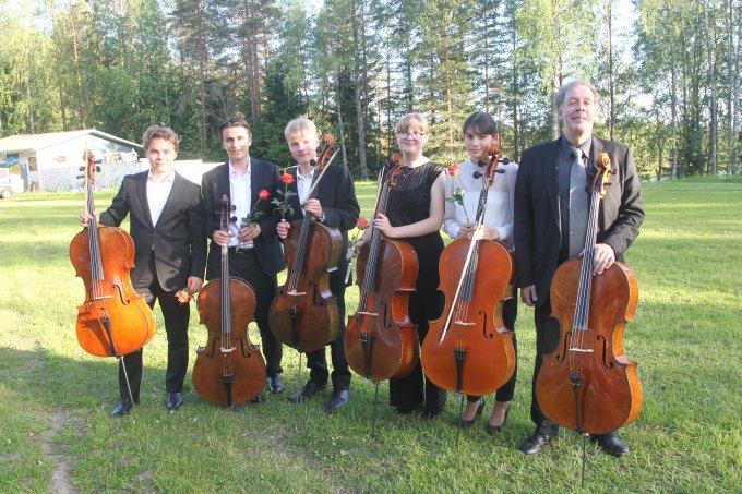Total Cello Fresh hurmasi tiistai-iltana Urkin Piilopirtin kesäkonsertissa. (Kuva: Erkki Luumi)