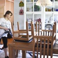 Kun kesätöitä ei löytynyt, päätti Henna Männistö,17, työllistää itse itsensä – Nyt hän käy ihmisten kodeissa siivoamassa ja ulkoiluttaa vanhuksia
