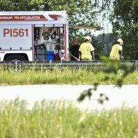 Pelastuslaitos sammutti maanantaina autopaloa Aronrannassa – Silminnäkijän mukaan palo sytytettiin tahallaan