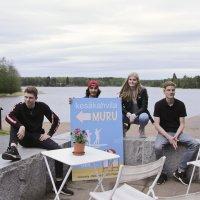 Nuorta yrittäjyysmeininkiä Räikän rannassa – kahvila Murun nelikko vastaa itse omista kesätienesteistään