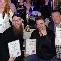 Ja taas tuli kultaa Ylöjärvelle! Iloiset karaokeharrastajat voittivat Suomen mestaruuden joukkuekaraokessa