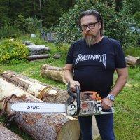 Juha Käkelä hakee jälleen mestaruutta Karhufestivaalin veistokisassa