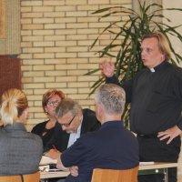 Kirkkovaltuusto teki merkittäviä päätöksiä: kirkkovaltuutetut valitsevat kirkkoherran, Lempiäniemen suurinvestoinnin kohtalo ratkesi tiukassa äänestyksessä