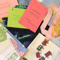 """Neljä ylöjärveläistä valmisti kierrätysmateriaaleista yli 1000 kirjastokassia eskarilaisille – """"Haluamme kannustaa lapsia lukemaan ja herätellä heidän tiedonjanoaan"""""""