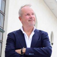25-vuotistaiteilijajuhlaansa viettävä Petri Laaksonen säveltää ja tulkitsee jatkossakin ehyitä kertomuksia