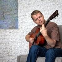 Viljakkalassa esiintyvä kitaristi Tomi Paldanius on kiertänyt ympäri Yhdysvaltoja ja saanut miljoonia katsojia kitaravideollaan