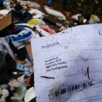 Järkyttävä jätekasa dumpattiin Topintuvan maastoon – paljastaako roskaaja henkilöllisyytensä paikalle jätetyssä paperilaskussa?