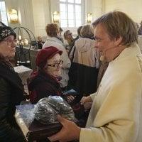 Sadat ylöjärveläiset saattelivat suorasanaisen kirkkoherransa linnansaarnaajaksi