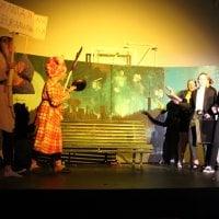Kuvagalleria: Lukiolaisten kolmen kuukauden harjoittelu huipentui tunnelmalliseen musikaaliin, joka pureutui nuoria puhuttaviin asioihin Eppujen musiikin säestämänä