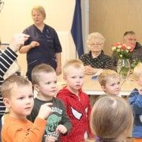 Toivottuja vieraita hoivakodissa – Mummulle kylään