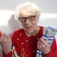 Talvisota: Mirjam Björkling, 95, asui pienenä Valamossa ja lähti sieltä evakkoon –sotapoliisi-isä joutui jäämään ja pakottamaan vastahakoiset munkitkin kuorma-auton lavalle