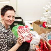 Linda Kyllöisen aloittamalla hyväntekeväisyystempauksella halutaan lämmittää ylöjärveläisten kotihoitovanhusten jalat – Ihmiset ovat lahjoittaneet jo 130 paria villasukkia, mutta vielä tarvittaisiin lisää