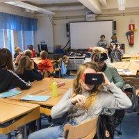 Paratiisisaarille silmänräpäyksessä – virtuaalimatka Oseaniaan kutosluokkalaisten kanssa