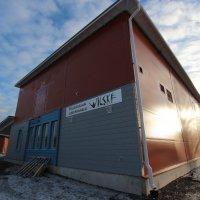 Pari miljoonaa maksanut Viljakkalan koulun uusi liikuntahalli on luovutusta vaille valmis – ja tältä siellä näyttää