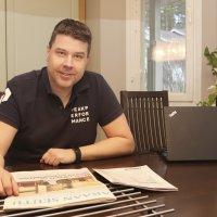 """""""Laatu, innovaatiot ja kehittyminen ovat tosi kovalla tasolla"""" – Jarmo Ainasojan mukaan Suomen Posti on digitalisaation hyödyntäjänä maailman kärkeä"""