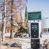 Sähköauton lataus on nyt mahdollista Räikällä, Kurussa ja Viljakkalassa – käyttäjä maksaa latauksen mobiilisovelluksella