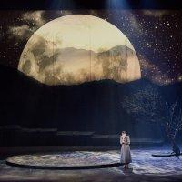 KOLME TÄHTEÄ: Tampereen Oopperan Carmen ei välitä etelän tunteenpaloa, mutta lavastus koukuttaa koko esityksen ajan