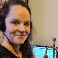 Opettaja etätöissä, osa 4: Anna-Leena Lumme opettaa musiikkiopistossa trumpetinsoittoa, puoliso viulua – Miten yhtäaikainen opetus kotoa onnistuu?