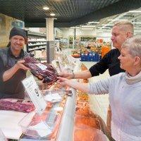 Tervetuloa Elovainion Liikekeskukseen, Ruokakeitaan liha- ja kalatiski palvelee myös sunnuntaisin
