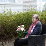100 vuotta täyttänyt Kirsti Muotinen sai onnitteluserenadin Tiuravuoren palvelukeskukseen