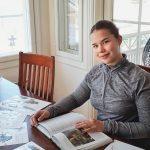 Lukihäiriö ei estänyt Iida Leppiniemen opiskelumenestystä – Hän valmistui lukiosta 9,29 keskiarvolla, vaikka yläkoulu meni vähän penkin alle