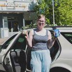 Hille, 23, kerää pulloja ja tölkkejä kodittomien kissojen hyväksi – Parissa päivässä ihmiset lahjoittivat hänelle pantillisia pulloja satojen eurojen edestä