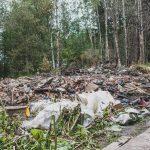 Metsäkyläläisellä romutontilla paloi jälleen – Viime vuonna paloivat keskeneräinen talo ja sauna, nyt maantasalle kärventyi vanha omakotitalo