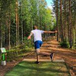 Frisbeegolf koukuttaa – ja sen kyllä huomaa harrastajamääristä