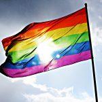 Valtuustoaloite Pride-viikon sateenkaariliputuksesta kaupunginhallituksessa: Asukaslautakunta ja neuvostot eivät suosittele Pride-liputusta