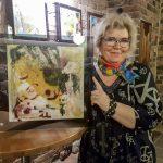 Irmeli Kaunisto esittelee juhlanäyttelyssään unenomaisia ja abstrakteja maalauksia