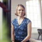 """Anni Kytömäen Margarita voitti kaunokirjallisuuden Finlandia-palkinnon – """"Kirjan kieli viettelee mukaansa ja sen kerronta kannattelee lukijaansa värikkään jatkumonsa aalloilla"""""""