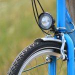 Poliisi valvoo tehostetusti polkupyöräilijöitä – puuttuvasta valosta voi tulla virhemaksu