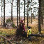Ulkoilua viikonlopulle: Nelipäiväinen Kevättuulen polku tuo Vuorentaustan metsään tehtävärasteja lapsille