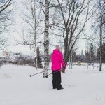 Plussakelit näkyvät jo luonnon jäillä – Kaupunki ei suosittele enää järven jäällä hiihtämistä
