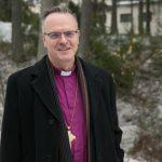 Lähellä ihmistä, kuten paikallislehtikin – Arkkipiispaa ei kirkon moniäänisyys harmita