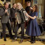 Televisiossa alkaa uudenlainen hengellisten laulujen yhteislauluohjelma – juontajana ylöjärveläinen Leevi Ahopelto
