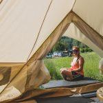 Haluaisitko yöpyä teltassa taivaan alla, mutta hikinen makuupussi ei houkuta? Jonna Heinonen esittelee videolla luksusteltan, joka muistuttaa lähinnä hotellihuonetta