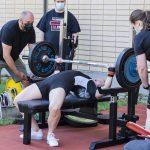 Urheilutalon penkkipunnerruskisassa tahkottiin SE-tuloksia ja muita kovia nostoja