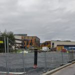 """Skeittiparkin rakennustyöt Pallotiellä on vihdoin aloitettu, vaikka alunperin parkin piti olla valmis vuosi sitten: """"Nyt päästään rakentamaan yhtä soittoa eteenpäin"""""""