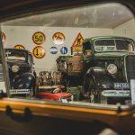 Tällaisia aarteita et uskonut näkeväsi siivikkalalaisessa autotallissa: Esittelyssä mm. uuteen hohtoonsa kunnostetut Hävittäjävoortti, sota-ajan Letukka ja sympaattinen Fiat kuussatanen